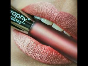 Bodyography Lip Lava – Ilgnoturīga lūpu krāsa (Crystal Moon)